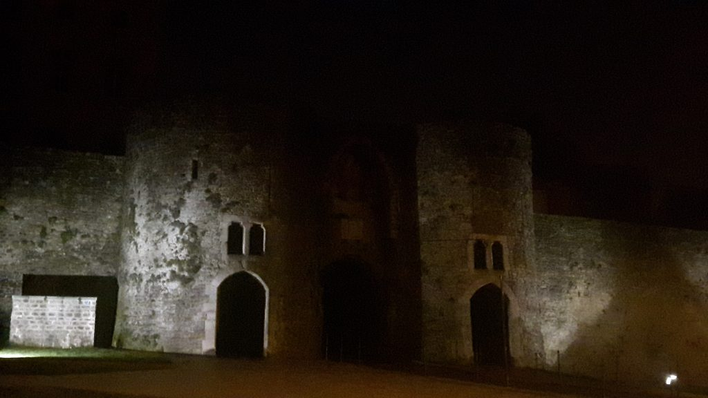 Boulogne old town entrance, at night